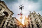 Fotografia Vista panoramica di Piazza Duomo a Milano con grande strada