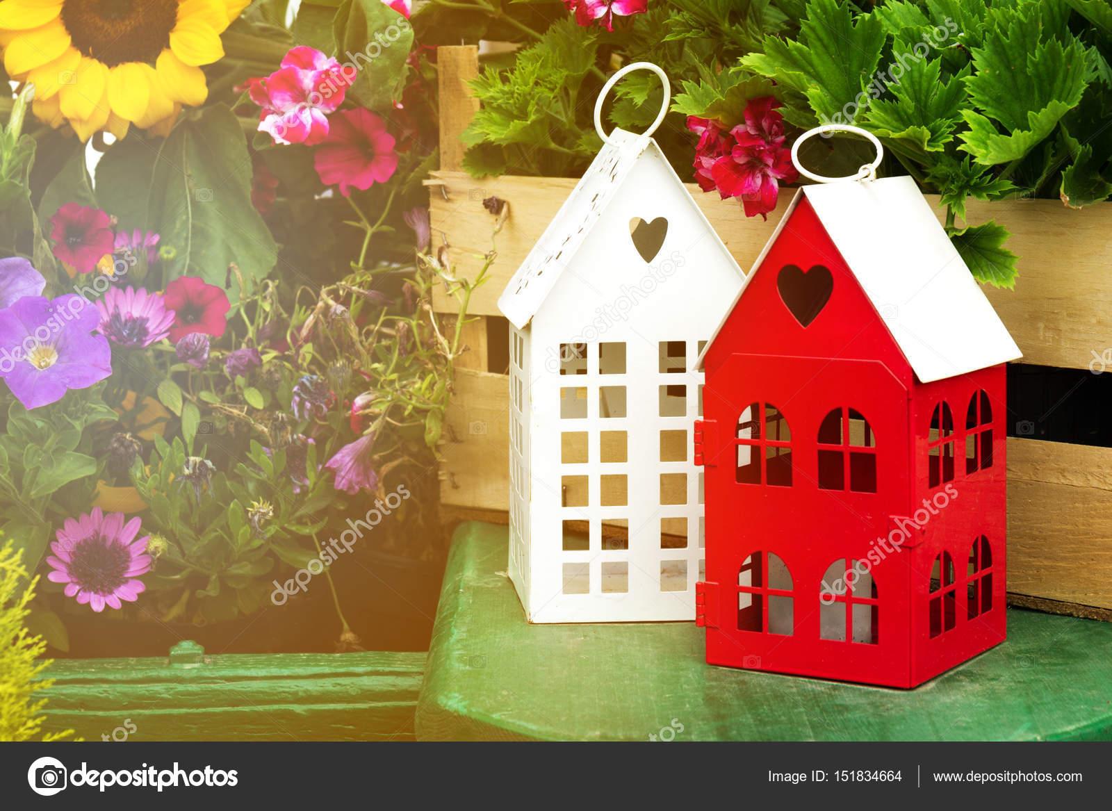 Groene Hart Huizen : Kleine schattige tuin huizen met hart vorm windows in tuin
