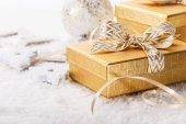 Lesklé giftboxes s luky na sněhu