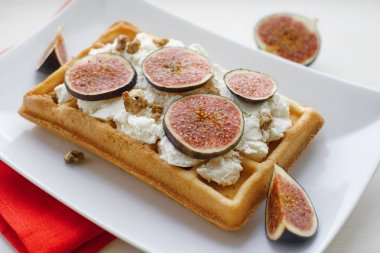 vienna wafer with ricotta and fresh figs
