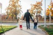Apa walking gyerekekkel