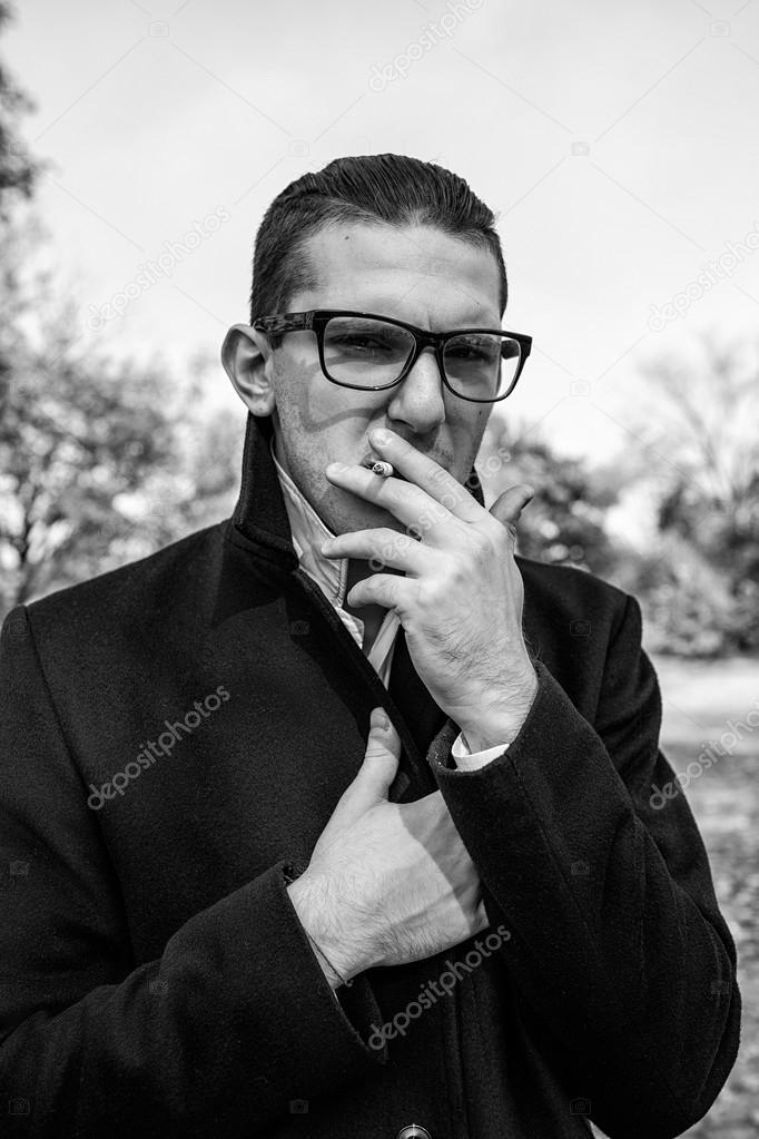 Сексуальные парни курят