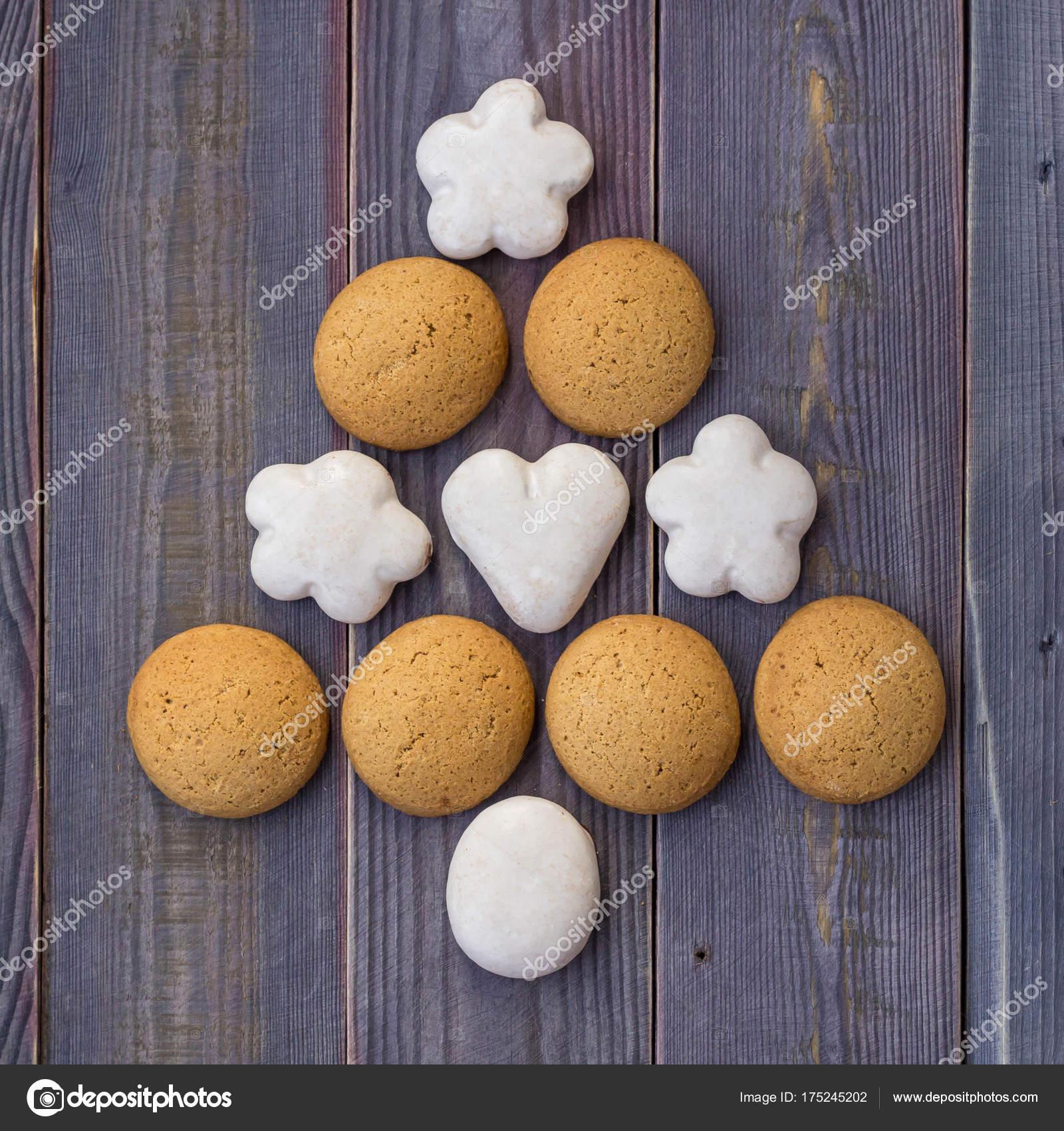 Albero Di Natale Fatto Con I Biscotti.Albero Di Natale O Capodanno Fatto Di Biscotti Foto Stock