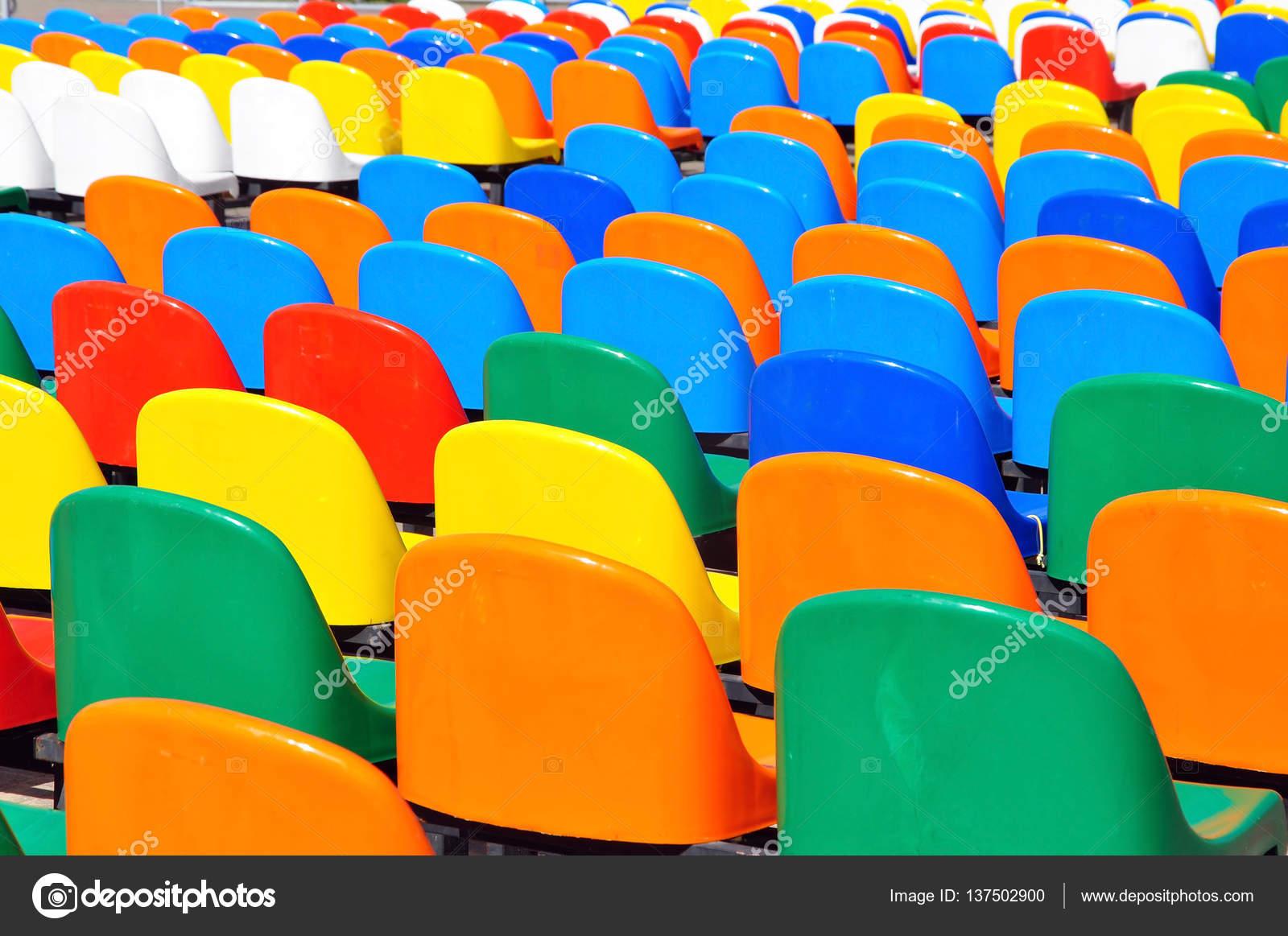 sedie di plastica colorate — Foto Stock © struvictory #137502900