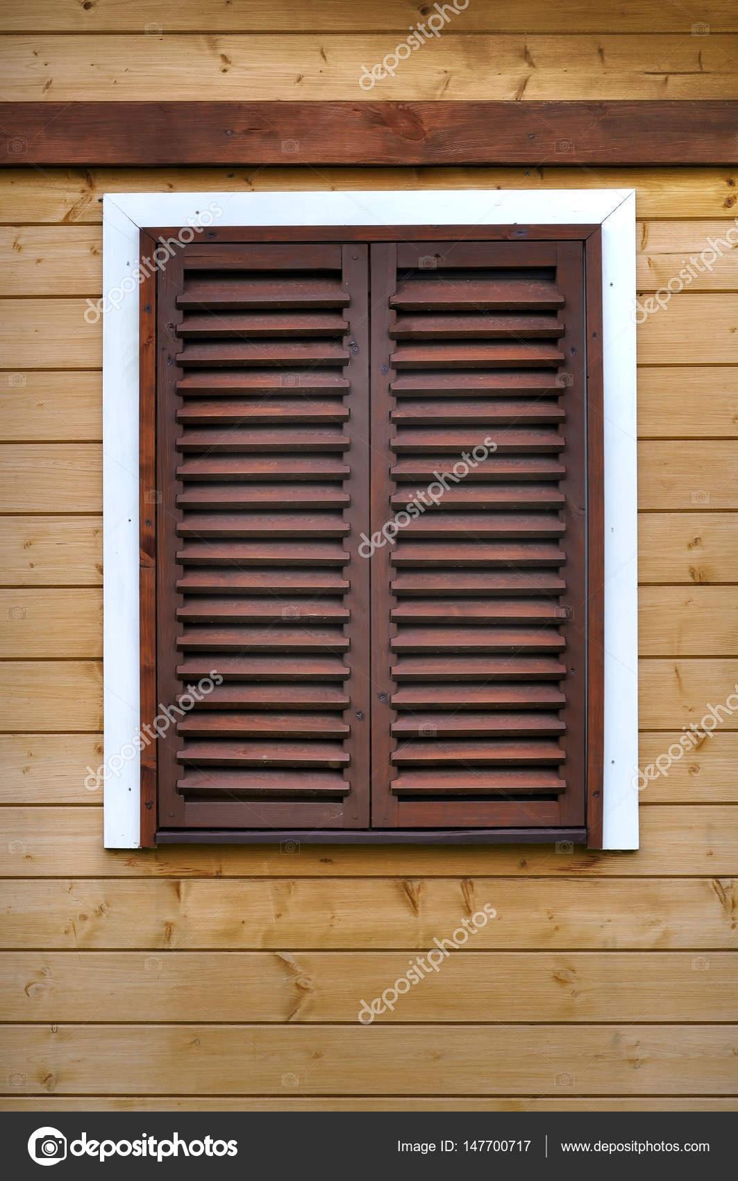Fenêtre En Bois Avec Volets Roulants Photographie Struvictory