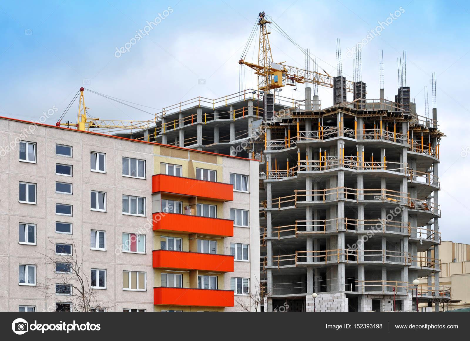 Bau von monolithischen Hochhaus — Stockfoto © struvictory #152393198