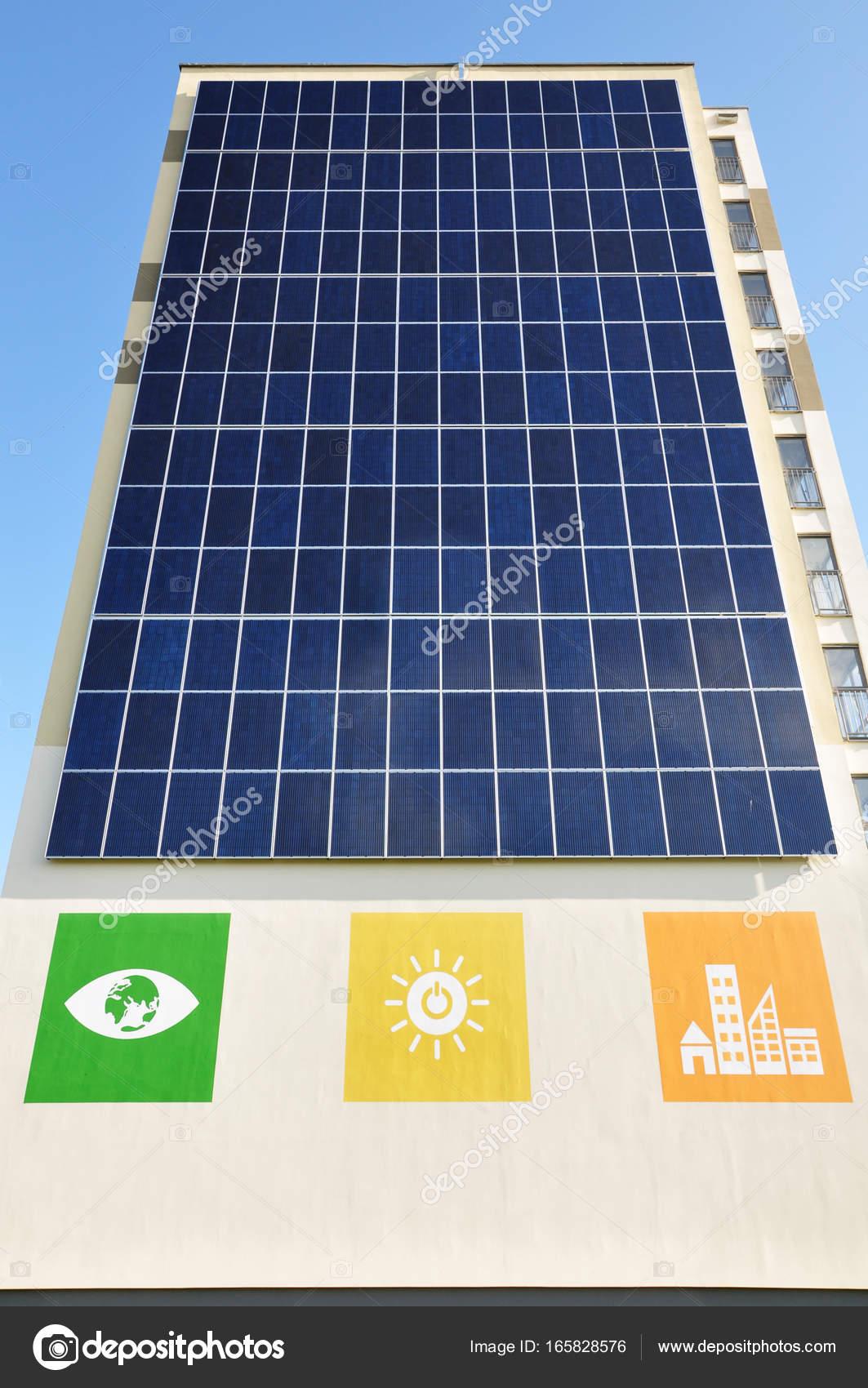 Captivating Grodno, Weißrussland   16. August 2017: Moderne Energieeffiziente  Wohn Hochhaus. Vertikale Solar Panel An Der Wand. Schauen Sie Oben U2014 Foto  Von Struvictory