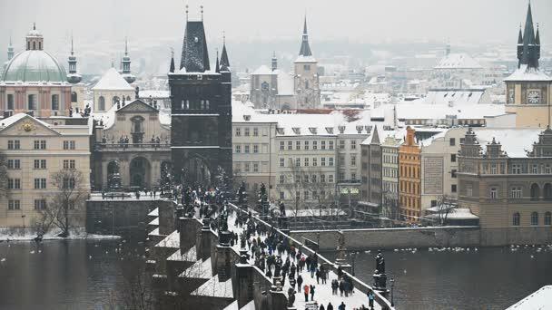 Karlův most v Praze v zimě