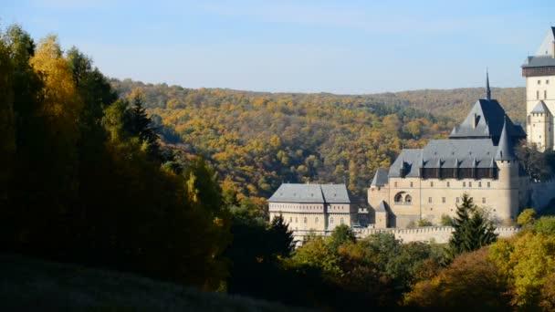 Kasta Karlštejn na podzim v České republice