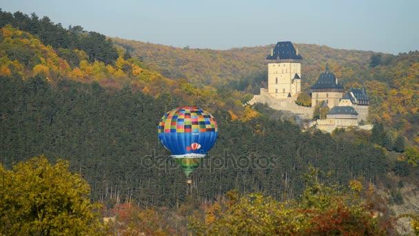 Vyhlídkové lety balónem nad hradem Karlštejn