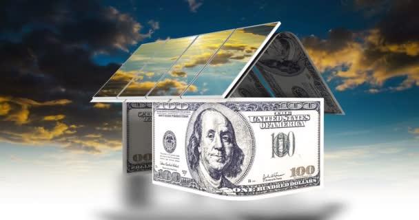 das Konzept der alternativen Energiequellen, Sonnenkollektoren auf dem Dach des Hauses mit einem schönen bewölkten Himmel, Zeitrahmen, Videoschleife