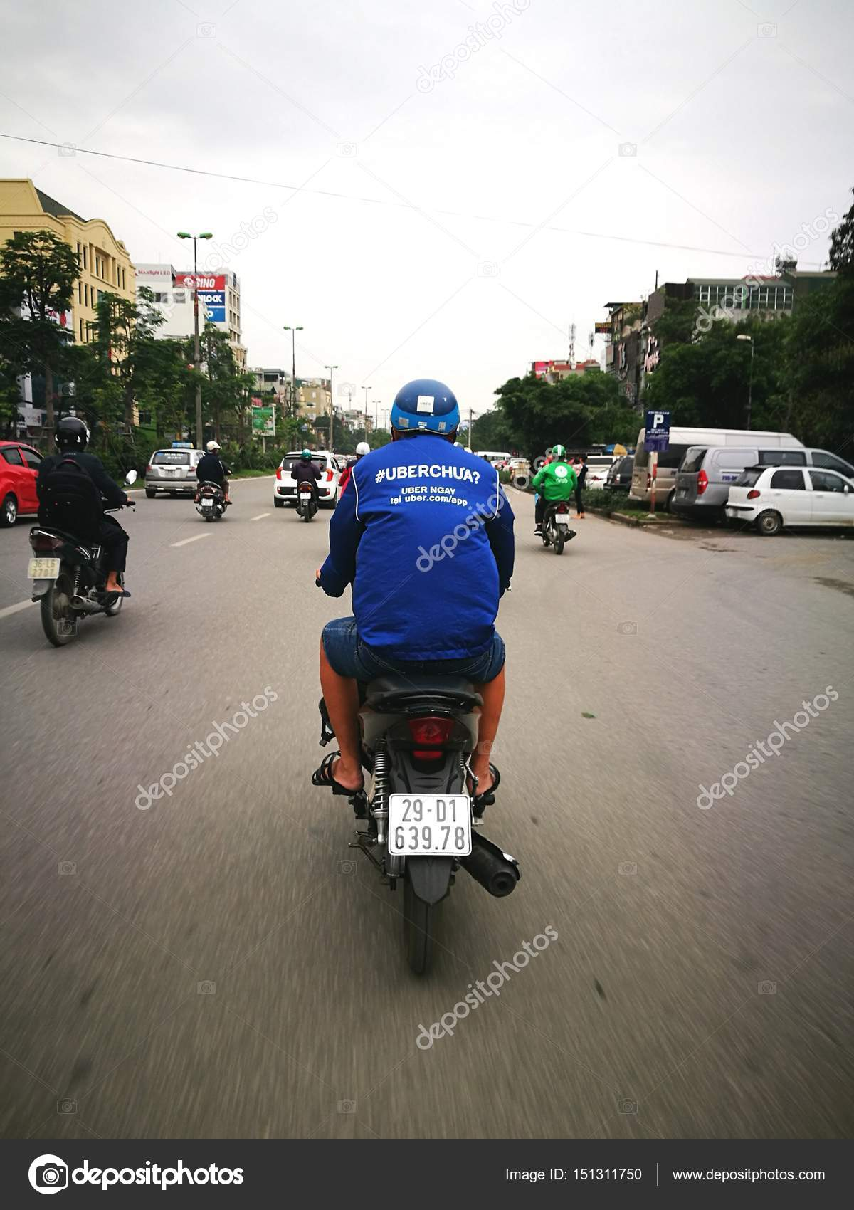 Asian Uber motorcycle driving on street – Stock Editorial Photo