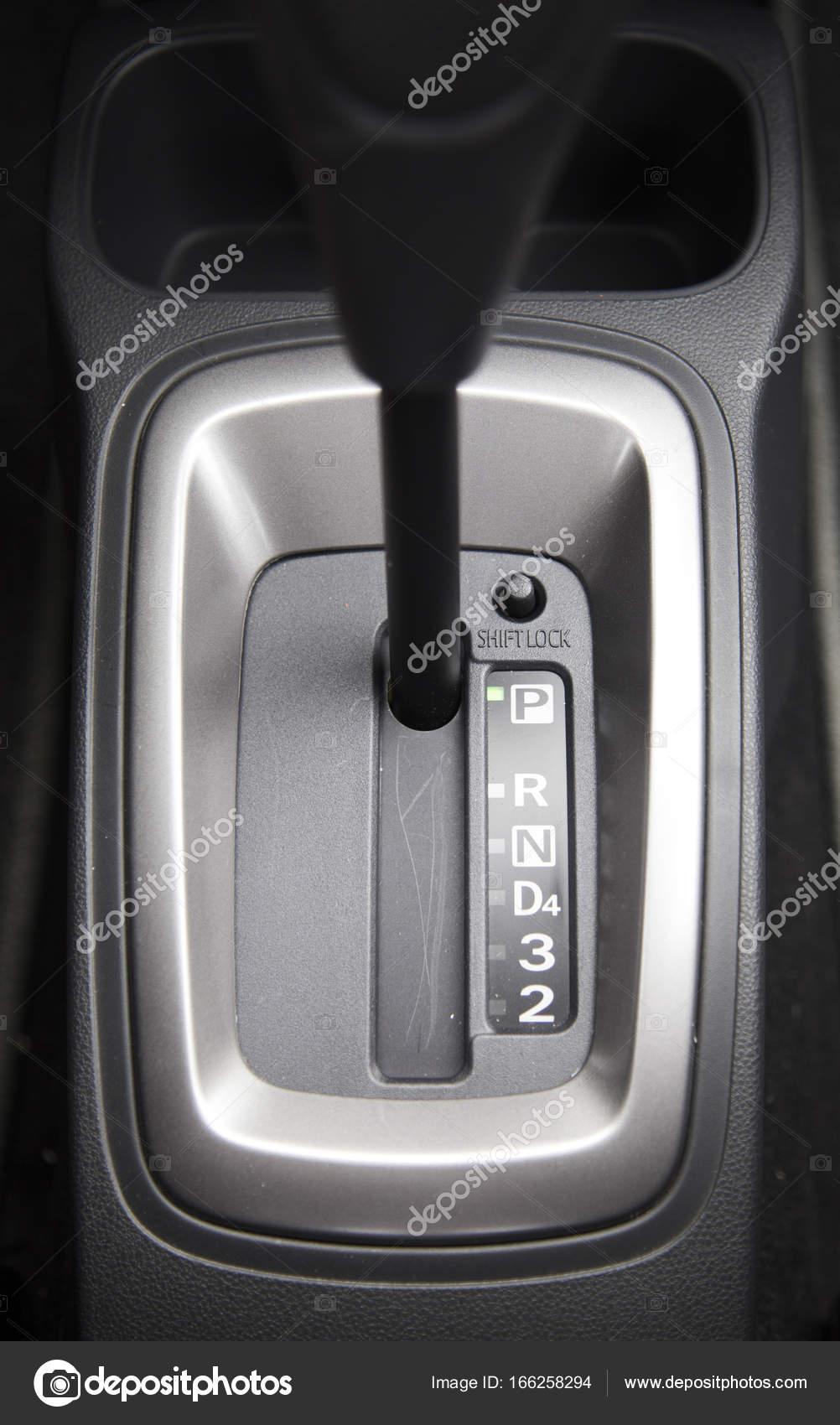 Mechanische Schaltung auf Auto — Stockfoto © mediavn #166258294