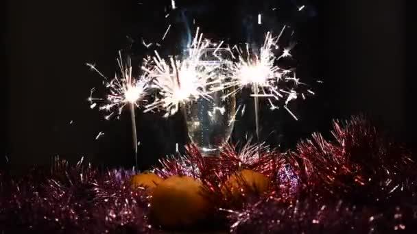 Pezsgő mandarinnal és csillagszóróval szilveszterkor