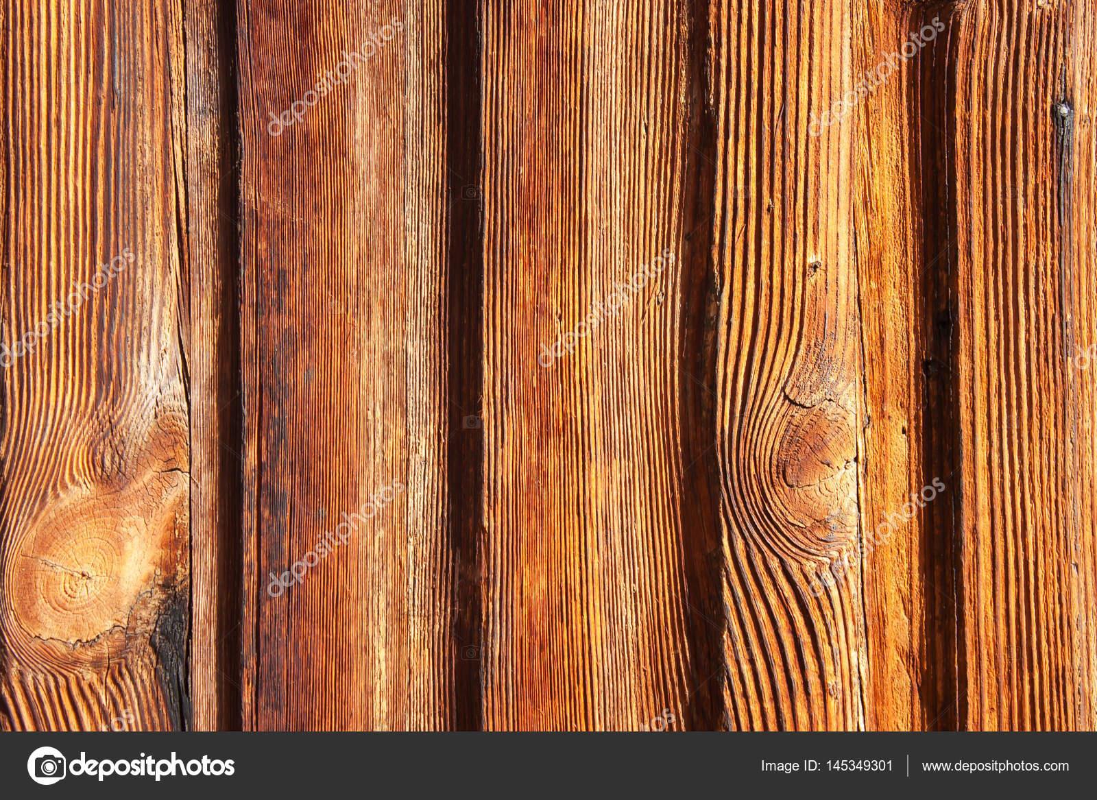 Colori Vernici Legno : Verticale in legno sfilacciato la vernice è di colore rossa
