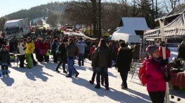 Pustevny Beskydy a Valašská, zimní turistické lidí, davy