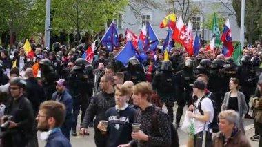 Března radikálních extrémistů, potlačení demokracie, proti Evropské unie, policie