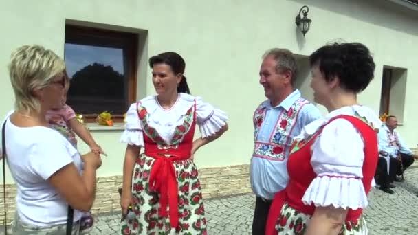 Olomouc, Česká republika, 30 července 2017: tradiční historické slovenský kroj v Morava Uherský Brod, lidé