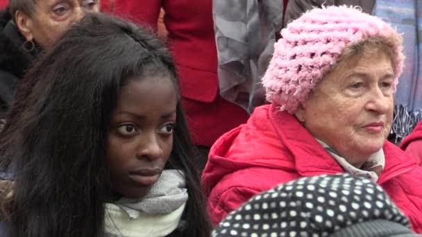 Prezident České republiky Miloš Zeman na návštěvě Mohelnice, setkání na kostelní náměstí, dívku z afrického původu a starší žena z Moravy