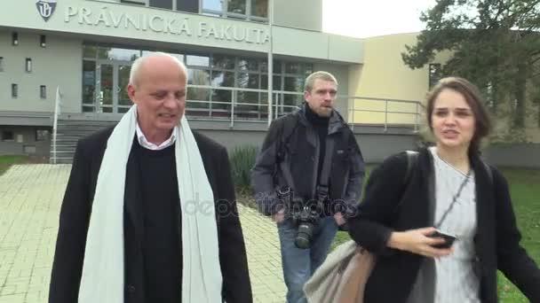 Olomouc, Česká republika, 22. listopadu 2017: Český prezidentský kandidát Michal Horáček, spisovatel, básník, podnikatel a producent. autentické záběry z kampaně Olomouc, prezident
