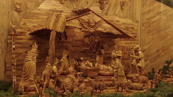 Olomouc, Česká republika, 17 prosince 2017: Betlém ručně vyřezávané ze dřeva, krásný betlém jesliček sochy Josefa, Marii, Ježíše Krista miminko