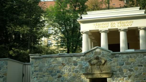 Mauzoleum jugoslávských vojáků, jihoslovanské mauzoleum v parku, monumentální neoklasicismus z roku 1926, zemřelo v olomouckých vojenských nemocnicích, architektonická památka, významné památky