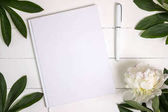Photo Blank white book, journal, wedding guestbook, notebook mockup.