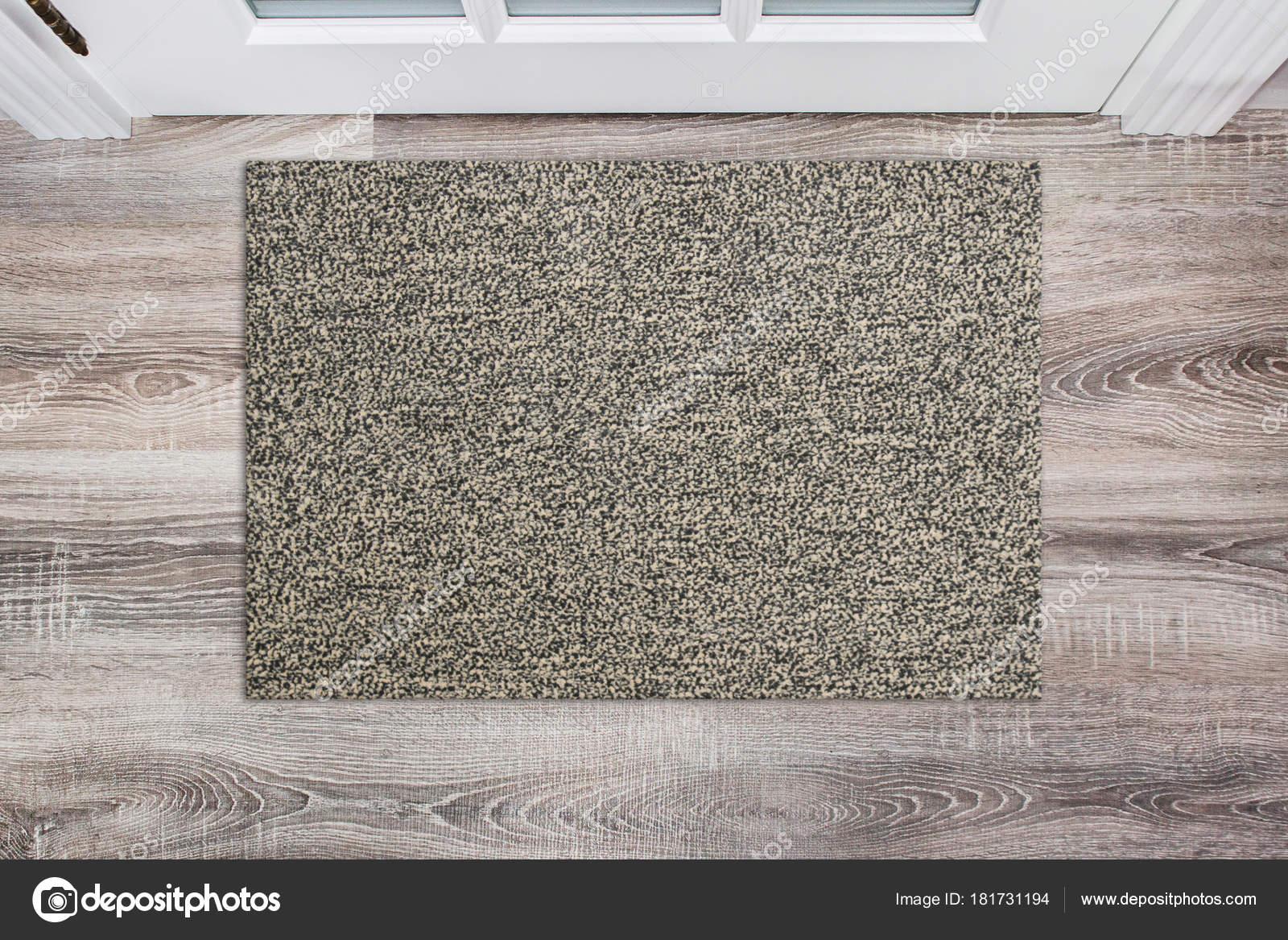 Großartig Fußmatte Beige Ideen Von Leere Wolle Fußmatte Vor Der Weißen Tür