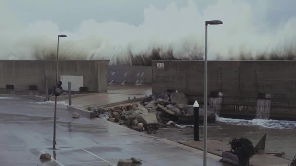 Silné bouře na pobřeží moře