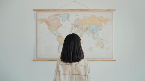 Domácí cestování plánování na mapě světa