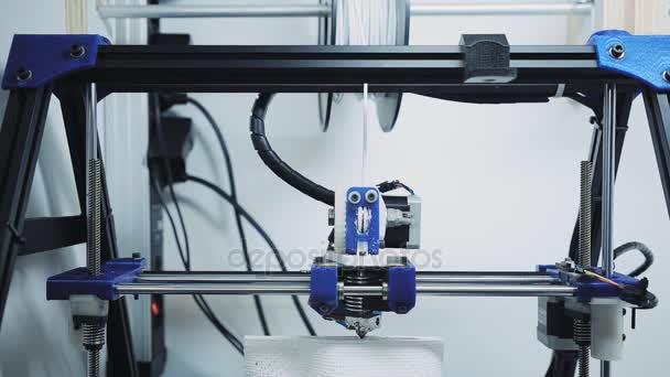 3D-Drucker bei der Arbeit