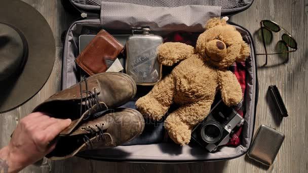 Balení kufříku před dobrodružné cestování