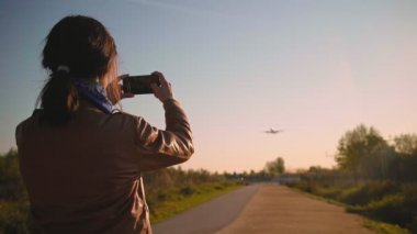 AIrplanes landing and takes off at airport