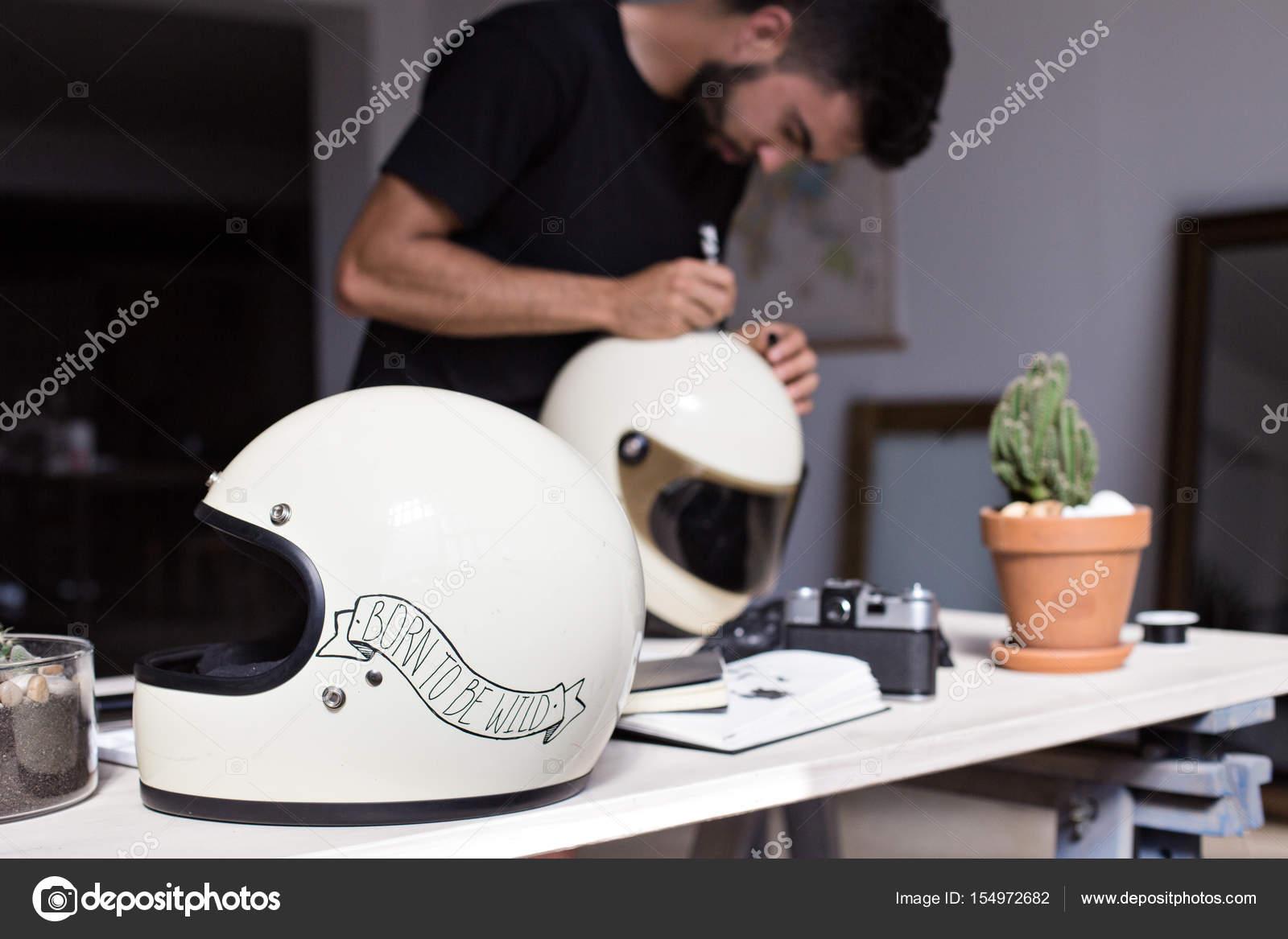 Personnaliser un casque moto