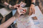 Fotografie plánování cesty s mapou