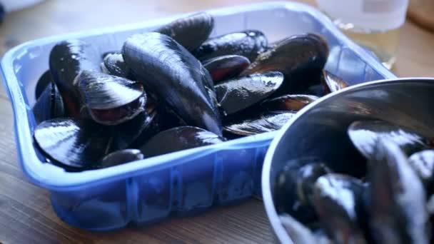 frisch gekaufte Muscheln