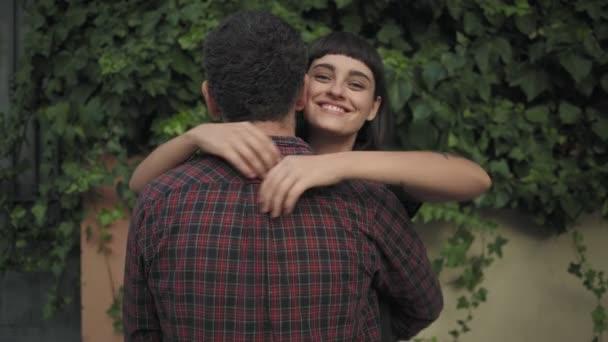 Dívka zbožňuje její přítel