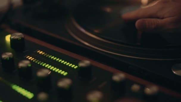 Profesionální dj nebo záznamu ředitel mix hudby
