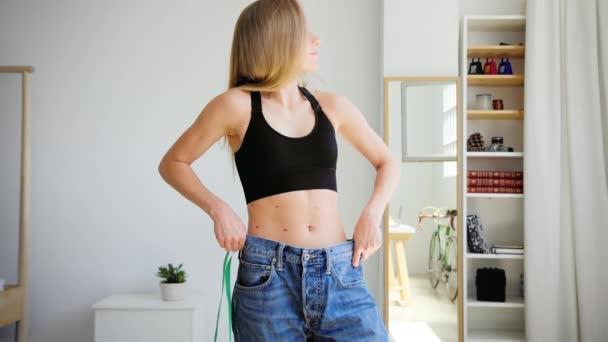 Žena po dietě a hubnutí fitness program