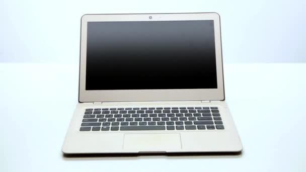 Megnyílt új laptop