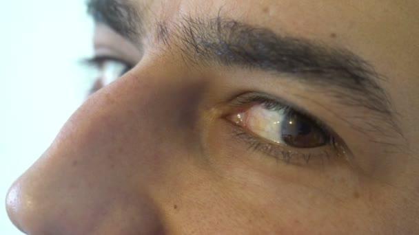 Muž hnědé oči zblízka Sly zrak