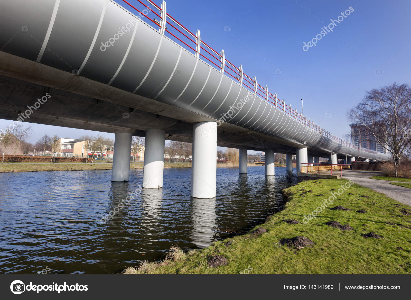 Metro overpass from Spijkenisse to Rotterdam — Stock Photo