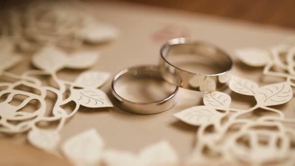 Snubní prsteny otočná s plastickým pozadím