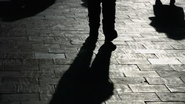 Texturou pozadí se stínem lidí na ulici