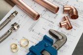 Vízvezetékszerelő szerszámok és vízvezeték-szerelési anyagok
