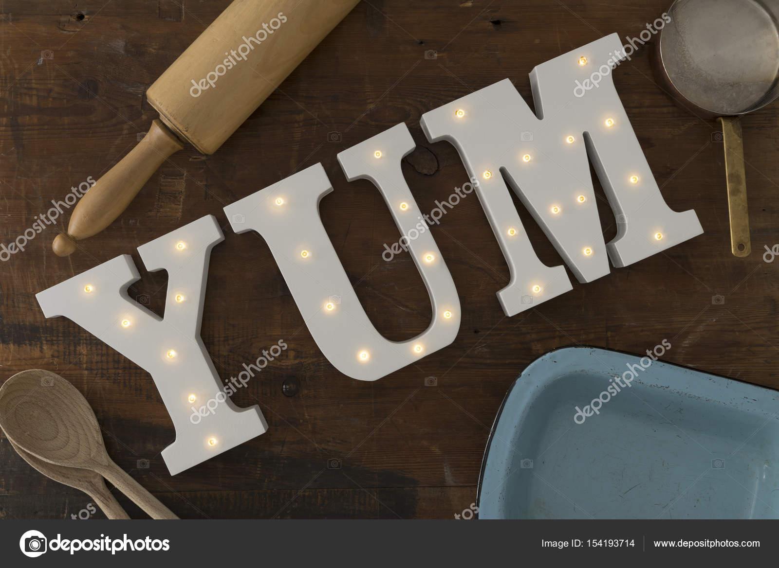 https://st3.depositphotos.com/5776754/15419/i/1600/depositphotos_154193714-stockafbeelding-led-verlichte-letters-spelling-yum.jpg