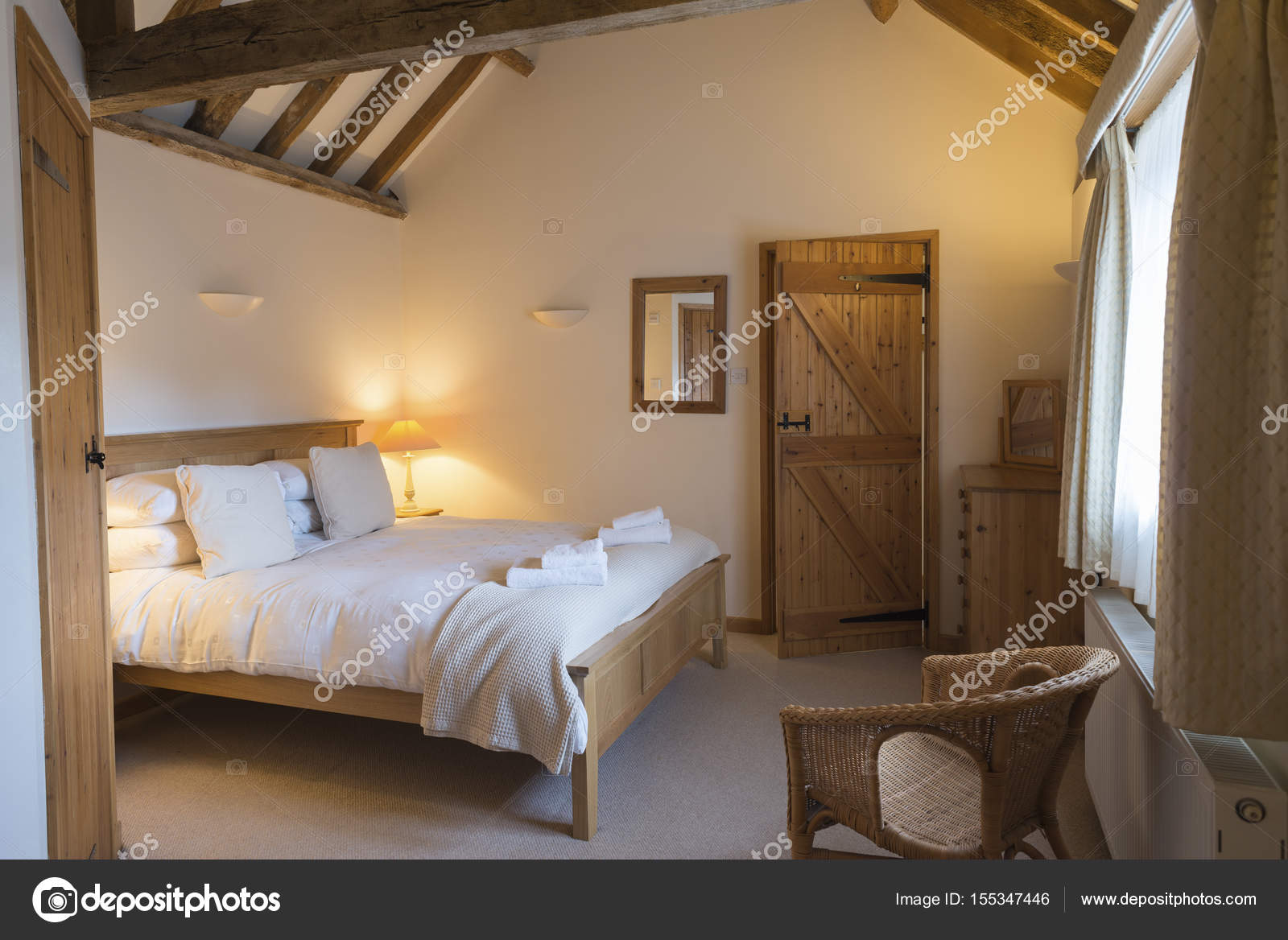 https://st3.depositphotos.com/5776754/15534/i/1600/depositphotos_155347446-stock-photo-fully-furnished-vacation-cottage-bedroom.jpg