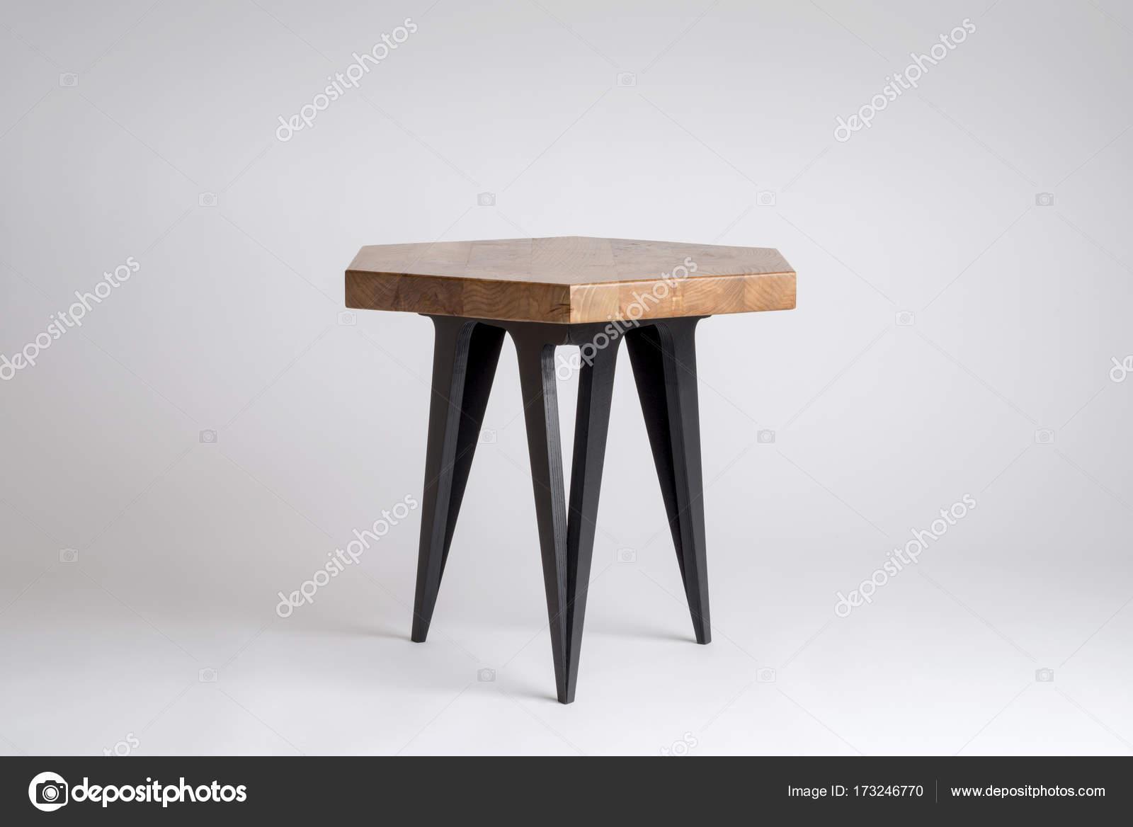 Sgabello moderno in legno con gambe esagonale superiore e nere