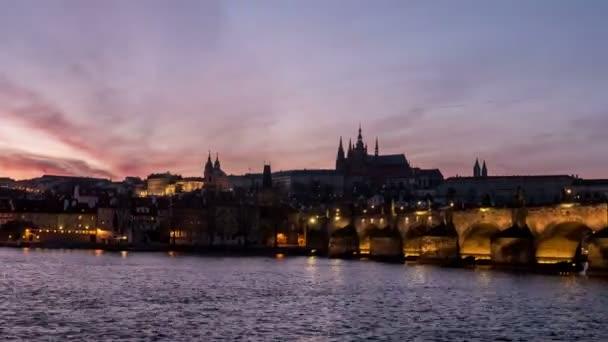 Střílel Karlův most v noci a jeho časová prodleva