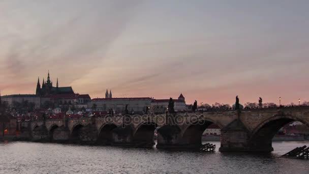 Karlův most a časosběrné natáčení v den noční pohled